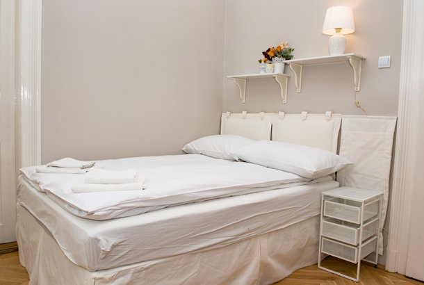 West End City Center Apartment Budapest - white double bed