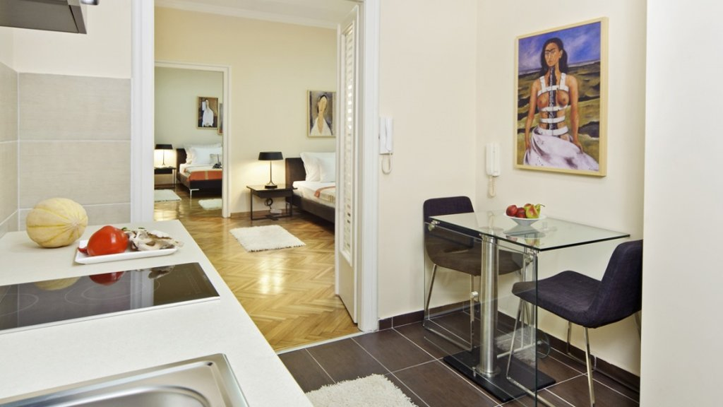 City center apartment Belgrade - kitchen and dining room