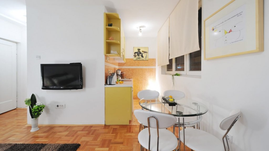 Savamala Belgrade Apartment living room - travel to Belgrade - rent on Destinelo