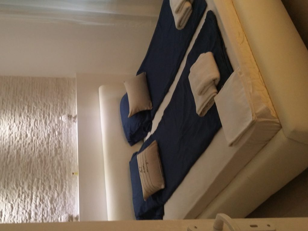 White harmony apartment - double bed