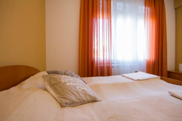 Deluxe one bedroom apartment - kings bed