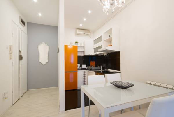 Deluxe one bedroom apartment - dining room