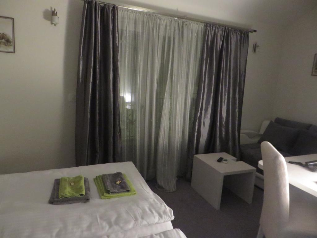 Bed & Breakfast Villa Marija Belgrade - twin-room-sofa-terrace