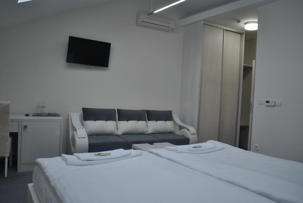 Bed & Breakfast Villa Marija Belgrade - twin-room-with-sofa