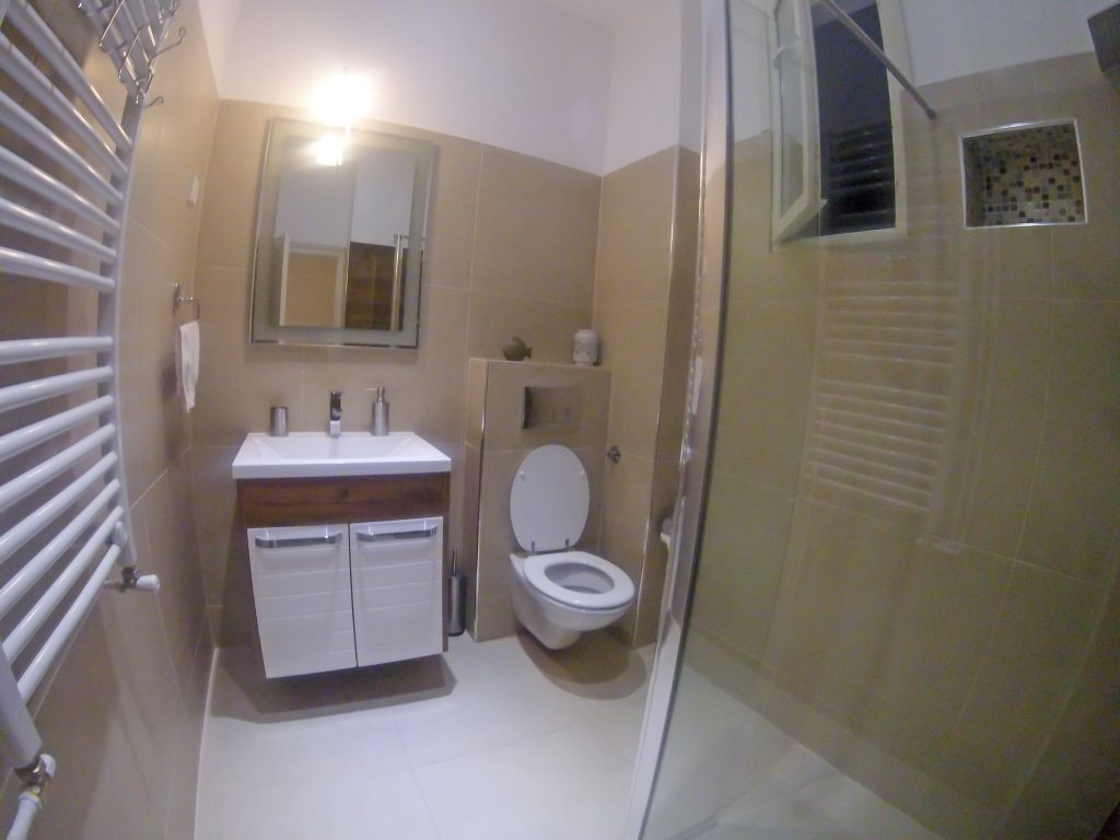 White harmony apartment - bathroom