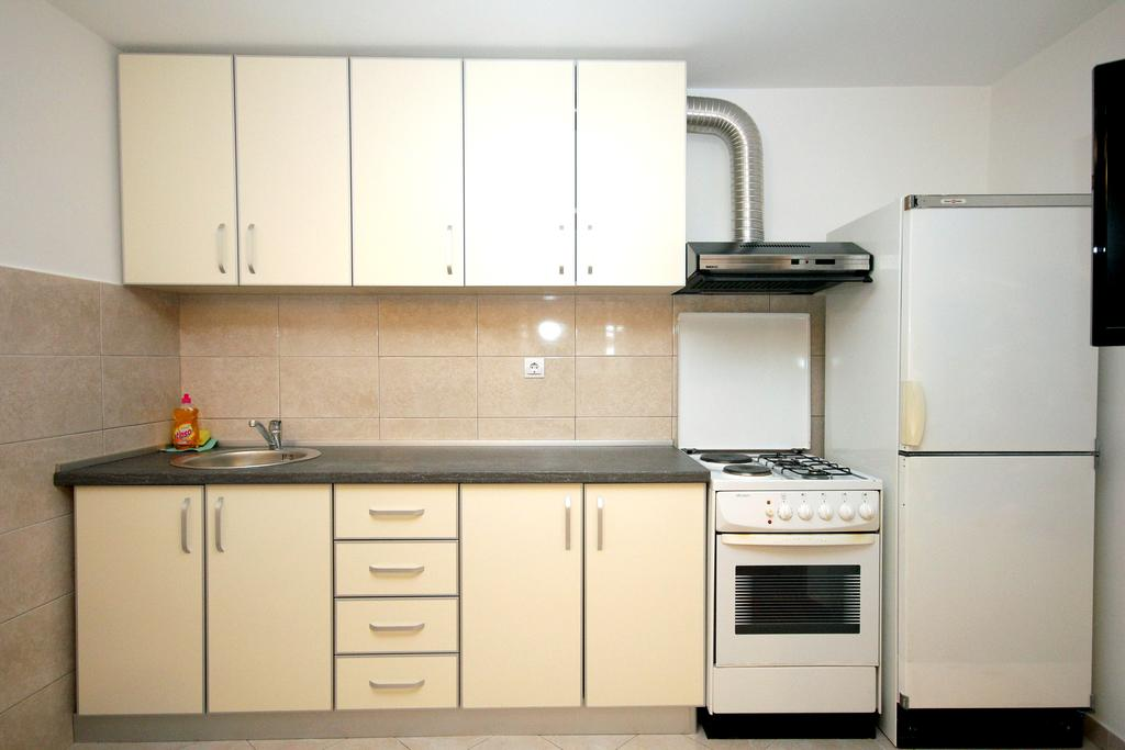 Apartments Kojic - one bedroom - kitchen