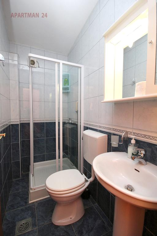 Apartments Kojic - studio 1 sea view - bathroom