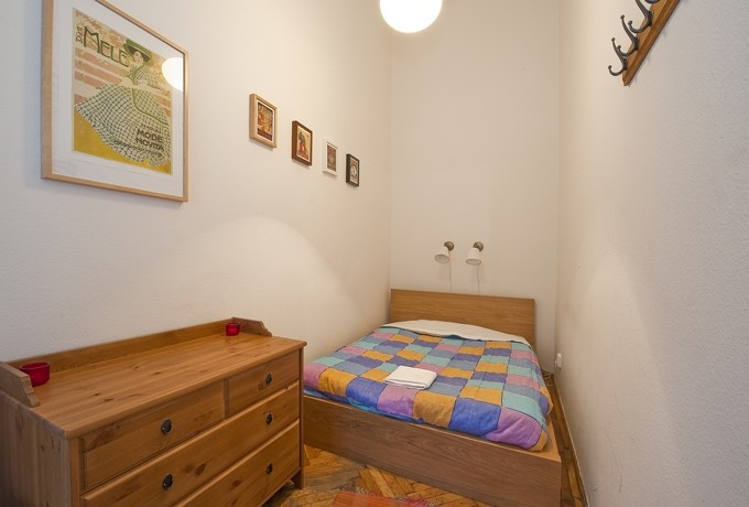 Nyugati Station Apartment Budapest - brown double bed