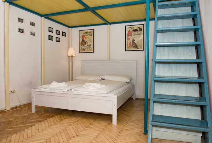 Nyugati Station Apartment Budapest - white double bed