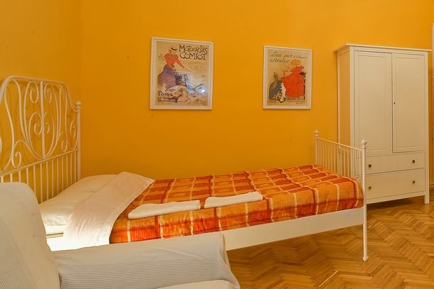 University Apartment Budapest - living room - double bed