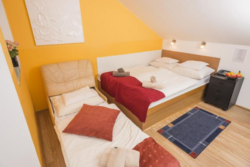 Bright Ferchergasse Studio Apartment - beds