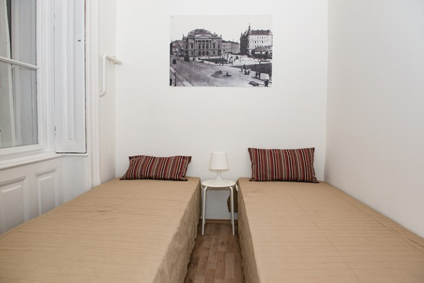 Budapest Theater Apartment - 2 single beds 2