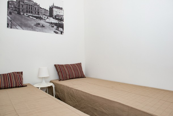 Budapest Theater Apartment - 2 single beds