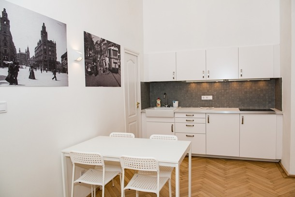 Budapest Theater Apartment - dining room 2