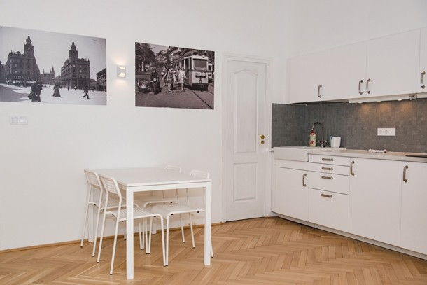 Budapest Theater Apartment - dining room