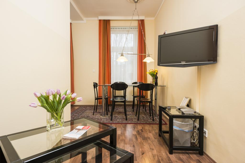 Charming One-Bedroom Ferchergasse Apartment - corridor view