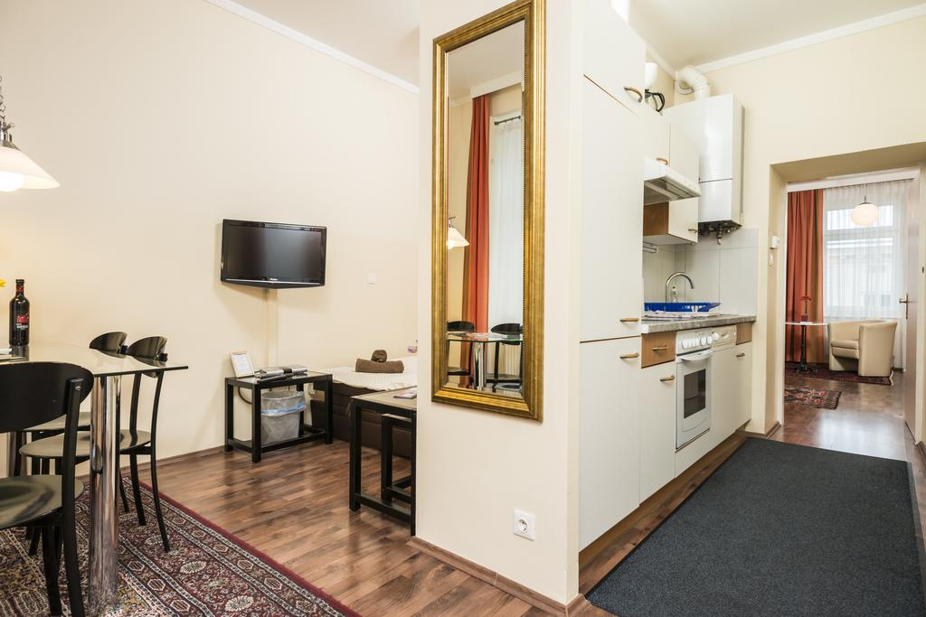 Charming One-Bedroom Ferchergasse Apartment - corridor