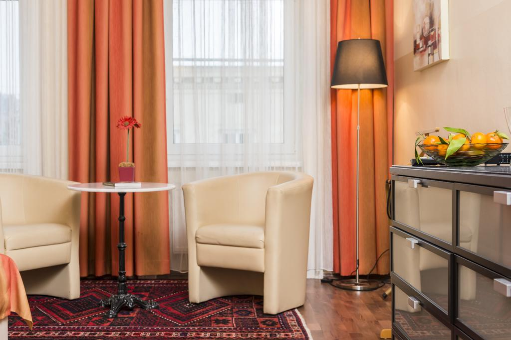 Charming One-Bedroom Ferchergasse Apartment - two sofa chairs