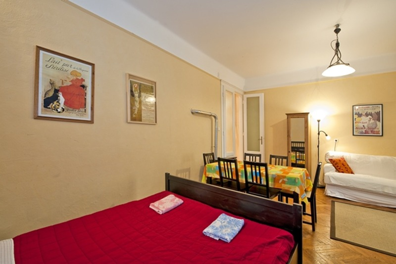 Comfortable Oktogon Apartment - red double bed