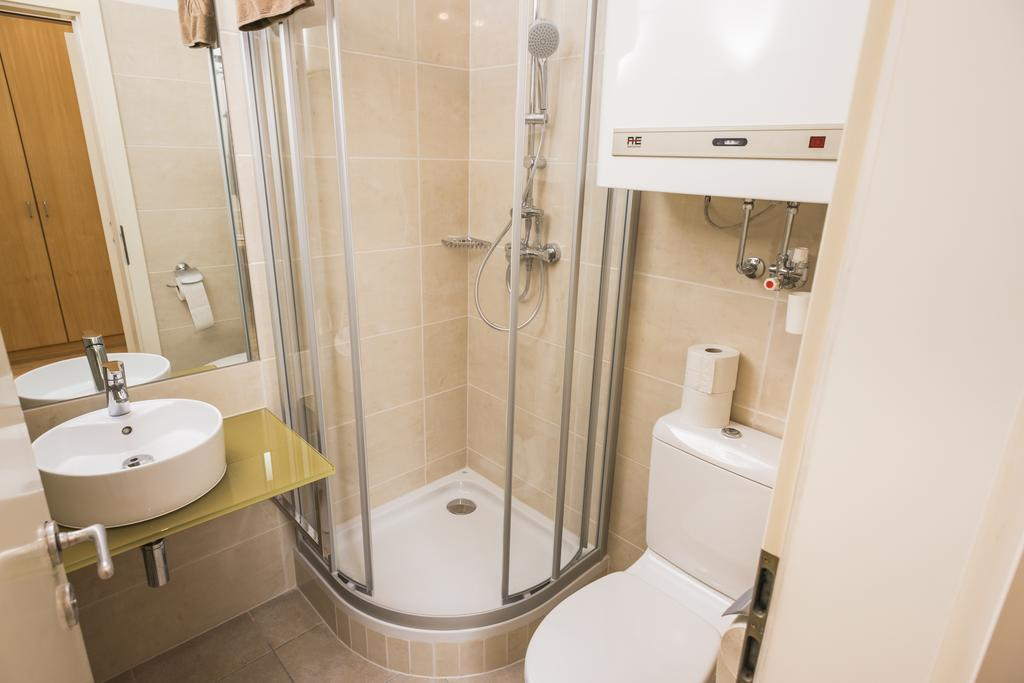 Superior Ferchergasse Studio Apartment 6 - bathroom with shower