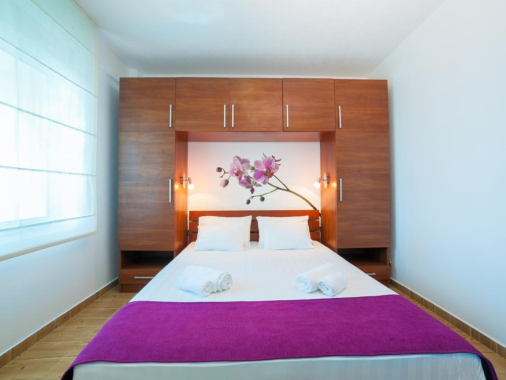 One-Bedroom Apartment - pink double bed