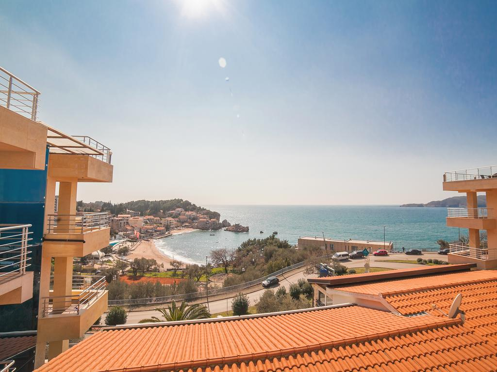 One-Bedroom Apartment with Shared Balcony and Sea View - the sea view