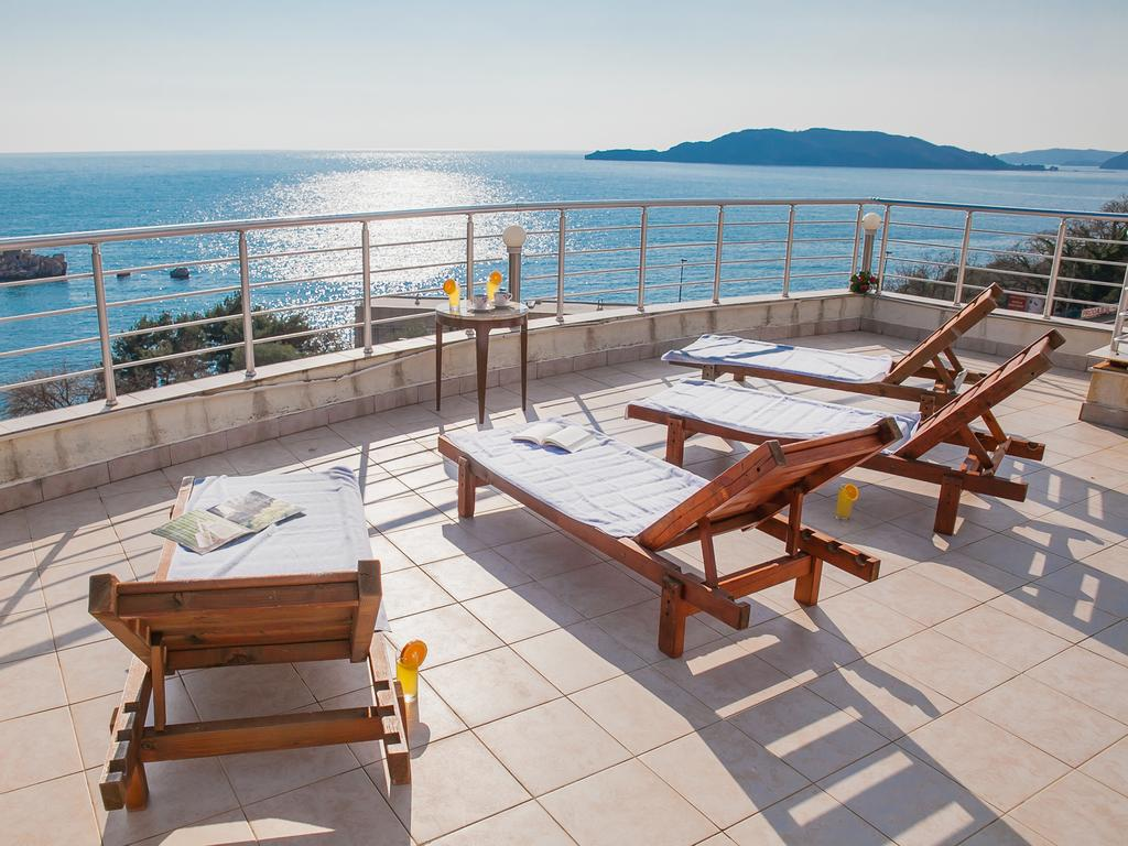 Raymond Apartments Montenegro - sun terrace with sea view