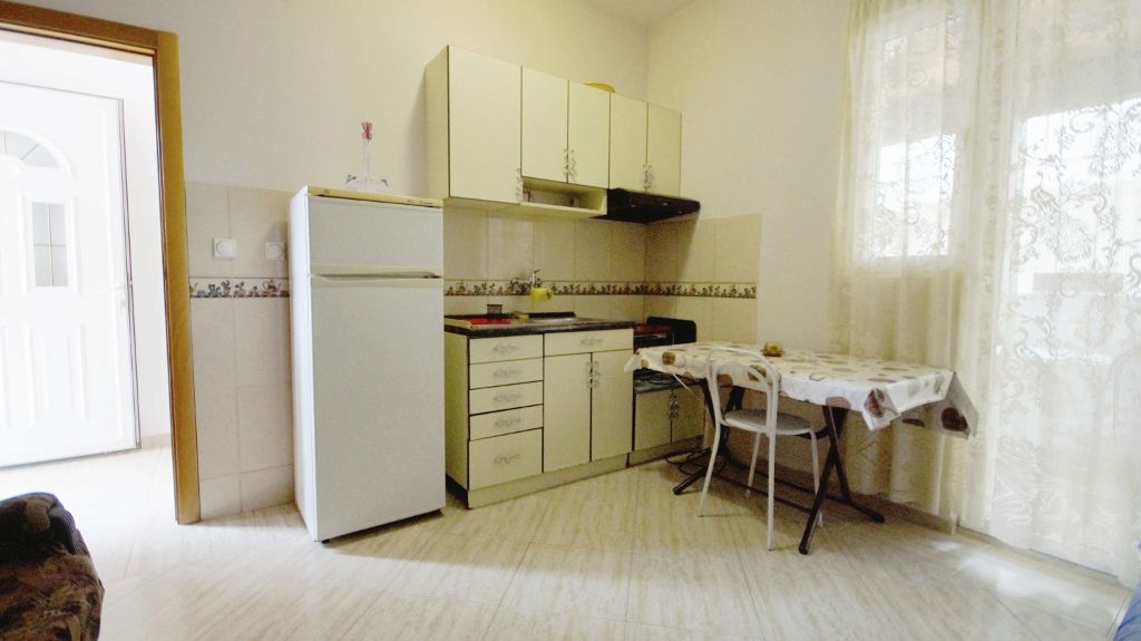 Studio Apartment Budva - kitchen