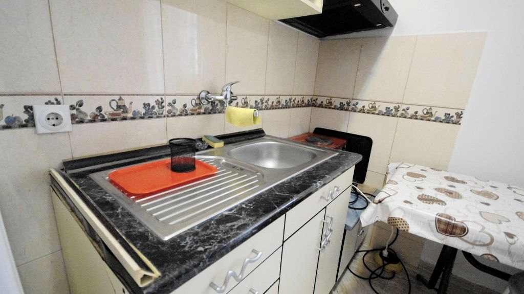 Studio Apartment Budva - stove