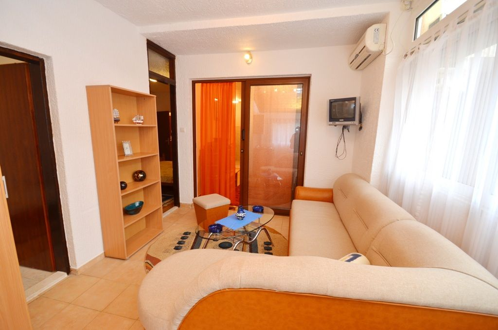 Two Bedroom Comfort Apartment - Budva - seating area