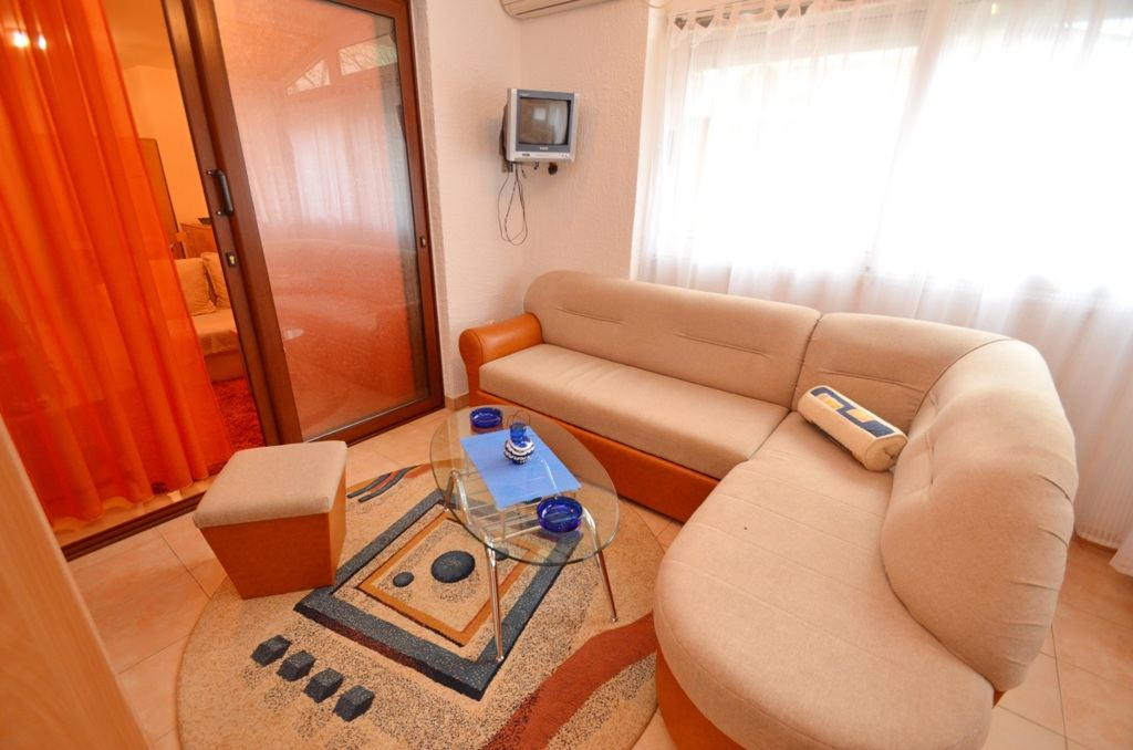 Two Bedroom Comfort Apartment - Budva - seating sofa