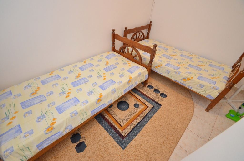 Two Bedroom Comfort Apartment - Budva - two blue beds