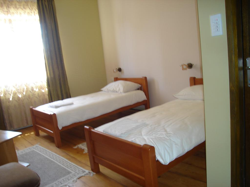 Twin Room with Bathroom (1 person)